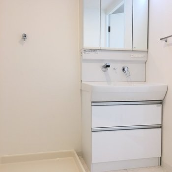 洗濯機置き場も室内に。