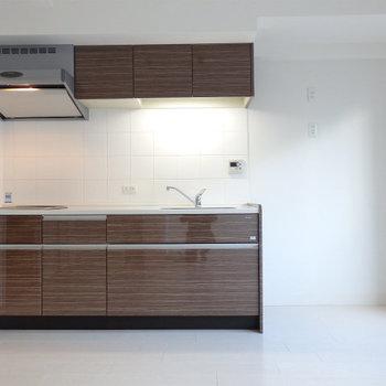 冷蔵庫はキッチン右に置けそうですね。
