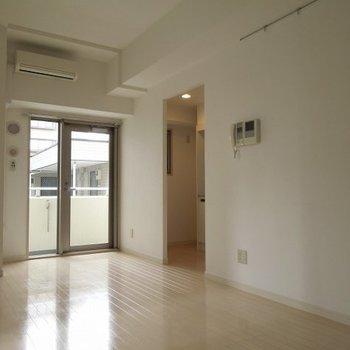 窓の開口部が狭くなっているのが特徴的です。※写真は3階の同間取り別部屋のものです