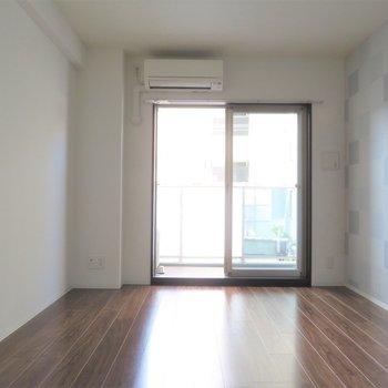 壁面が多いですね(※写真は2階の同間取り別部屋のものです)