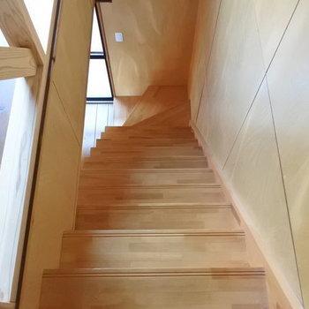 階段をのぼって二階へ。