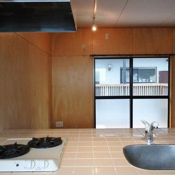 キッチンからの眺め。タイルが可愛らしい。