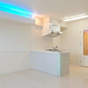 【1F】キッチンはL字。なんだか外国のお部屋みたい。