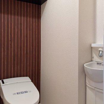 【1F】トイレは1階に。手洗い付きです!