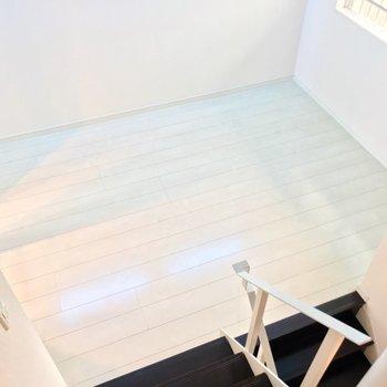 【2F】5.2帖の洋室にはダブルベッドもすっぽり入ります。