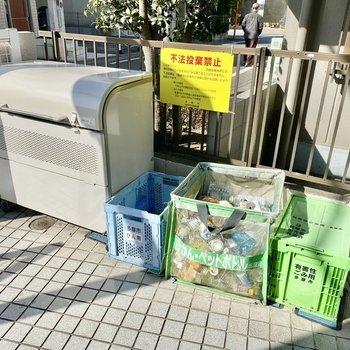 集団ゴミ置き場。敷地内にあると便利です。