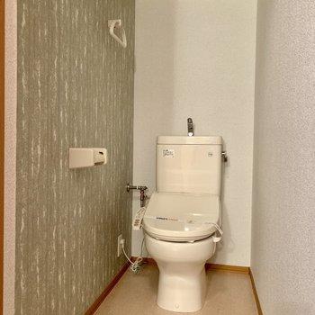 トイレも温水洗浄便座機能付きです