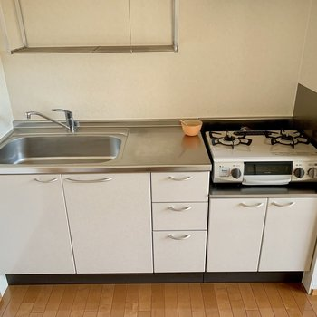 【LDK】キッチンは広めの作りです