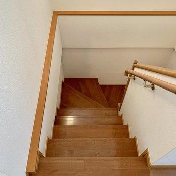 階段降りて再び1階廊下へ。