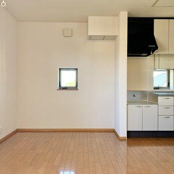 【LDK】キッチンと、その左にはちょっとしたスペース