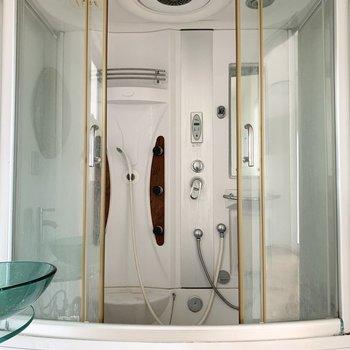 見てください!このバスユニット!下部が浴槽になっていますのでゆっくりお湯に浸かることもできますよ◎