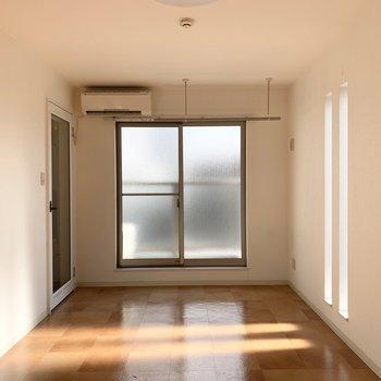角部屋で2面採光。
