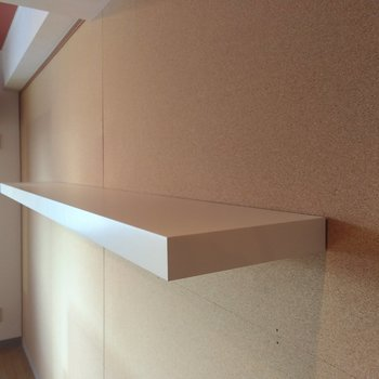 横長の棚は雑貨、観葉植物、沢山置けてしまうよ
