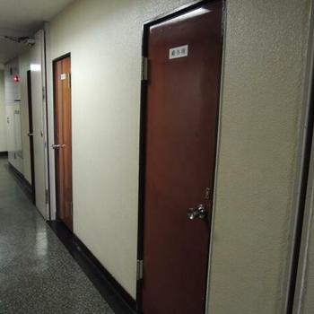 こちらも扉が赤くて可愛い!