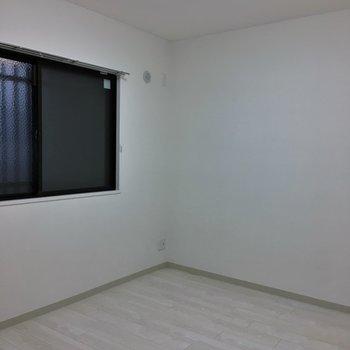 北川のお部屋も窓があります。