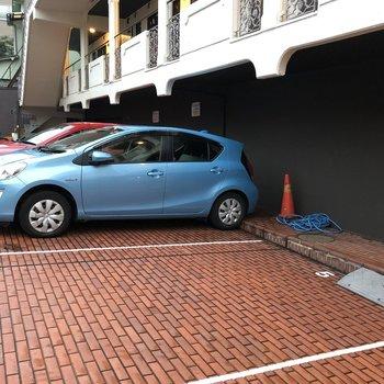 駐車場もあります。通勤に便利ですね。