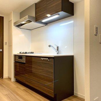 【LDK】キッチン隣に冷蔵庫が置けますね