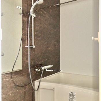 お風呂場はホテルのような高級感がありますよ※写真は8階の同間取り別部屋のものです