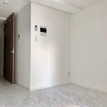 【DK】こちらに側には収納棚など置けますね※写真は8階の同間取り別部屋のものです