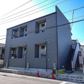 シックな外観。2017年築の新しい建物です。