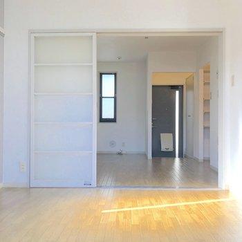 【洋室】DKとはスライド式の扉で仕切ることもできますよ。