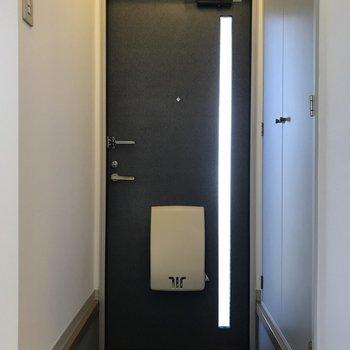 玄関は室内と高さの差があったので足元にご注意ください。