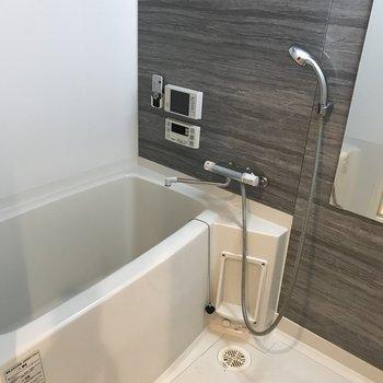 浴室もゆったりサイズです。(※写真は9階の同間取り別部屋、清掃前のものです)