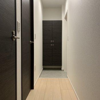 続いてのお部屋へ。