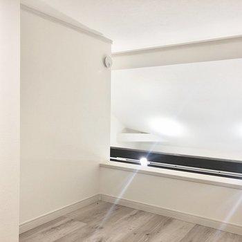 【ロフト】2階の照明の光が届くので明るいです