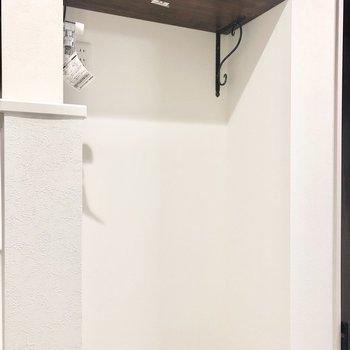 洗濯機置き場はシューズボックスの反対側にあります