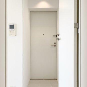 玄関はゆったりと。