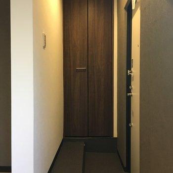 ワイドな玄関。