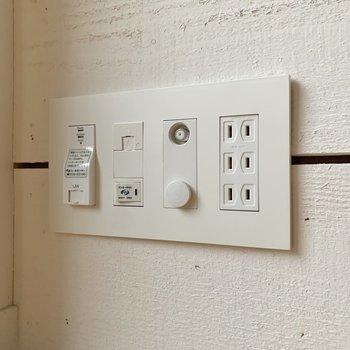 電源が端っこに。インターネットのスイッチが付いていました。