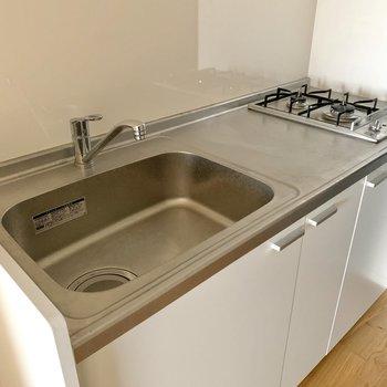 大きなシンクはフライパンなどが洗いやすくて便利です。