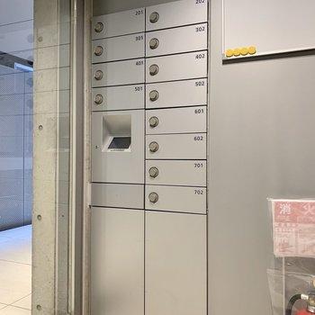 メールボックスはオートロック入った先に。