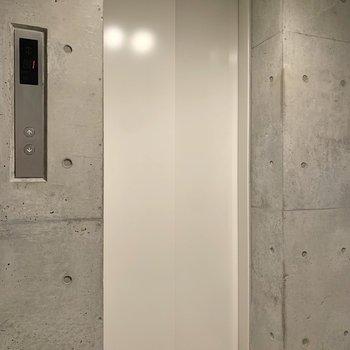 エレベーターで3階までお越しくださいね。