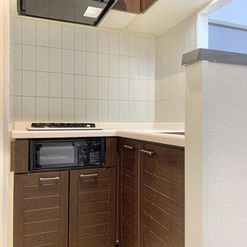 【リビングダイニング】たっぷり調理器具が収納できるキッチン