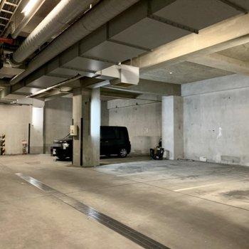 駐車場はちょっと地下に入った場所にあります