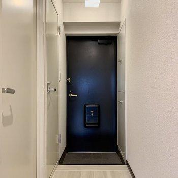 玄関はややコンパクト