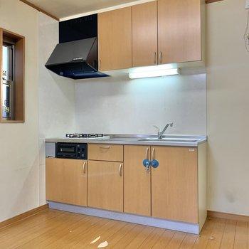 キッチン横には冷蔵庫が置けるスペースがありますね。