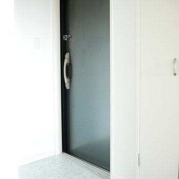 スッキリしたモノトーン(※写真は6階の同間取り別部屋のものです)