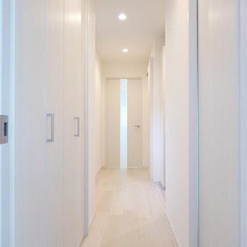 廊下に戻って玄関へ。