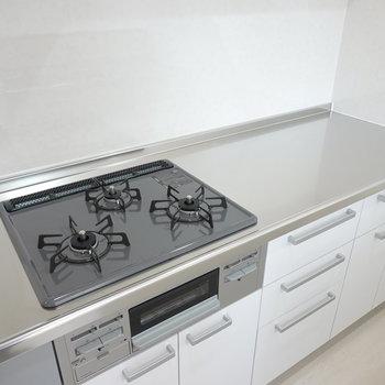 このお部屋の目玉はセパレートキッチン!調理スペースが広々。