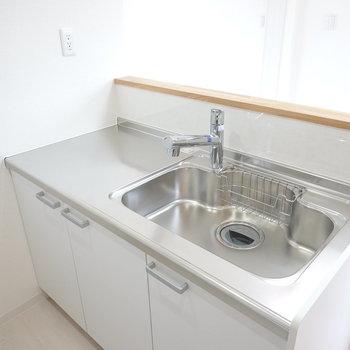 シンク側も広い!コンセントありで食洗機も置けます。