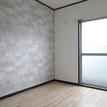 洋室は6帖。壁紙はリビングの窓側のものと同じだね。