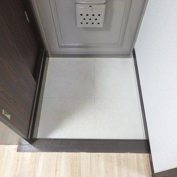 玄関は適度なサイズ感ですね。狭くもなく、広すぎることもない。