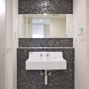 シャープでかっこいい洗面台。※写真は別部屋