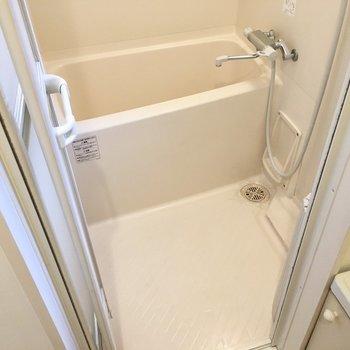 お風呂はサーモ水栓で、浴室乾燥機付き!便利が盛りだくさん!