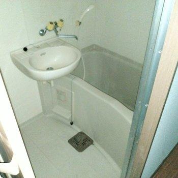 2点ユニットだから歯磨きはここで。鏡もついてますよ♪
