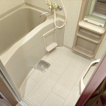 お風呂も1人ならゆったりサイズ◎